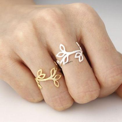 Cut-Out Bay Leaf Ring in GOLD and S..