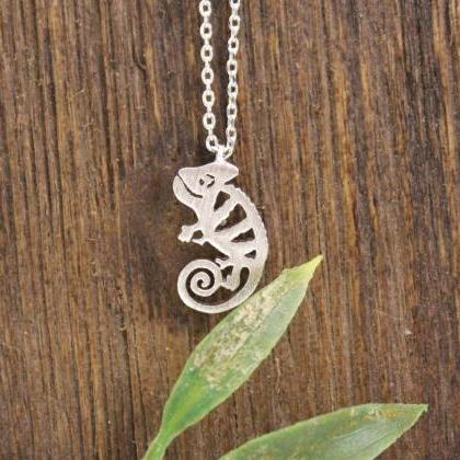 Cute Chameleon pendant necklaces in..