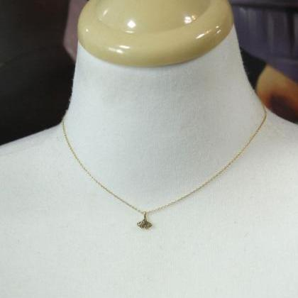 Ginkgo leaf necklace in Gold/Silver