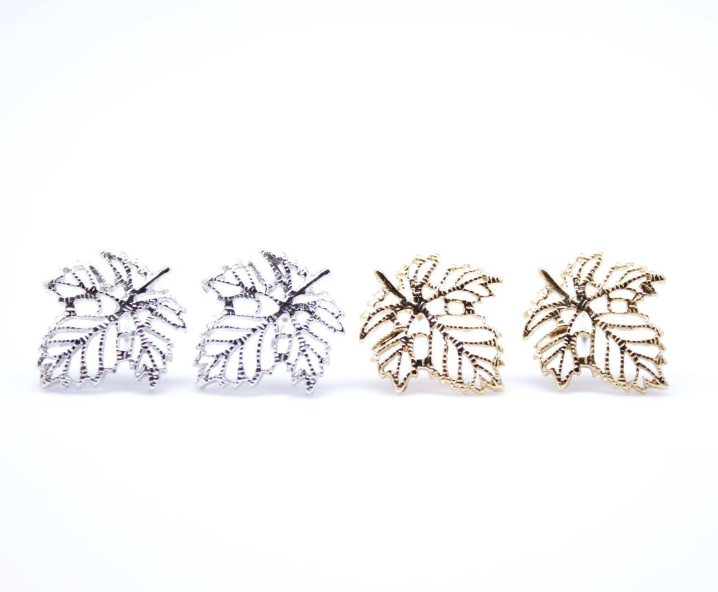 Dainty Ivy Leaf Stud Earrings in Gold / Silver