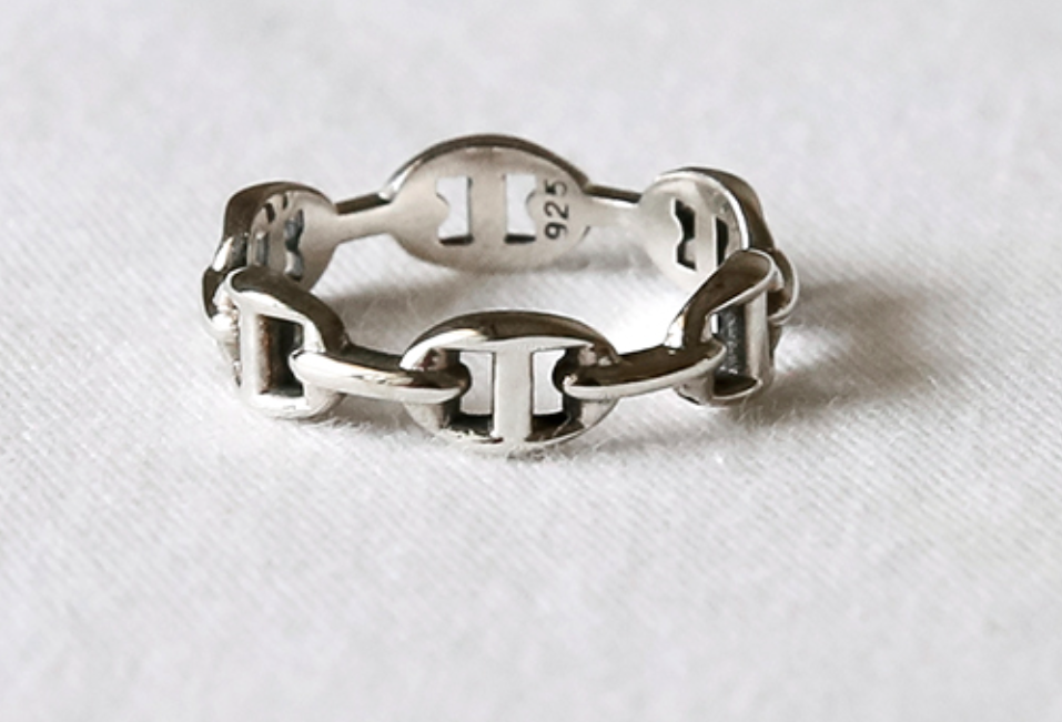 925 Sterling Silver Classic Buckle Linked Ring