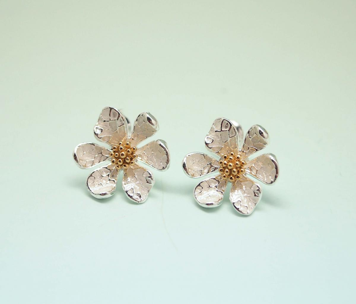 White Daisy flower Earrings