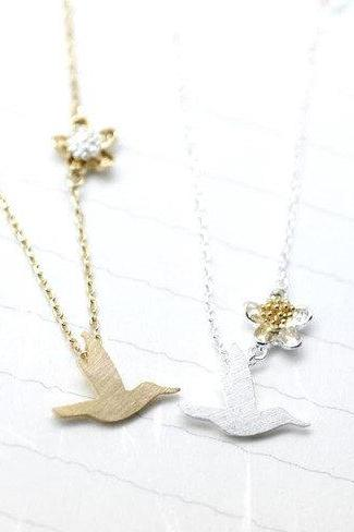 Hummingbird pendant necklace in silver/ gold