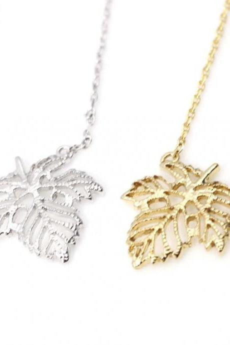 Dainty Ivy Leaf Peadant necklaces in Gold / Silver