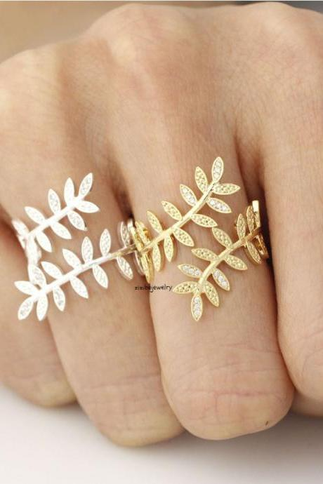 Bay Leaf branch Adjustable Ring detailed with CZ in Gold / Silver