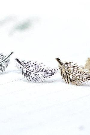 Feather Leaf stud Earrings in Gold / Silver