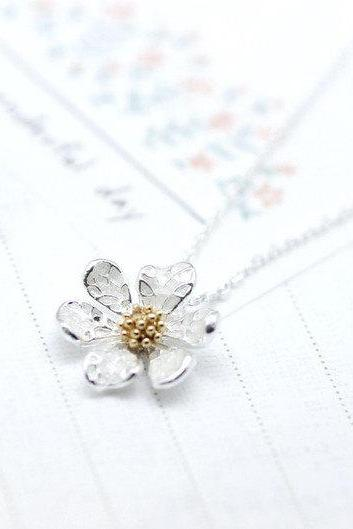 White Daisy flower pendant necklace