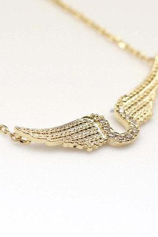 925 Sterling Silver Horseshoe and Angel Wings detailed with CZ Necklace in Gold / Silver