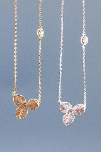 Three Petal with tiny cubic zirconia Necklace in GOLD / SILVER