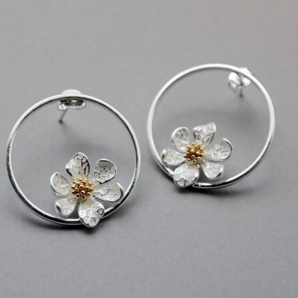 White Daisy flower Earrings, flower wreath earrings , Flower and circle earrings