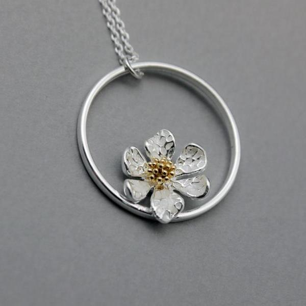 White Daisy flower pendant necklace,, flower wreath necklace , Flower and circle necklace