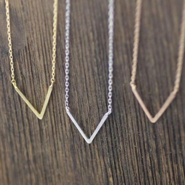 Geometric Skinny V Necklace