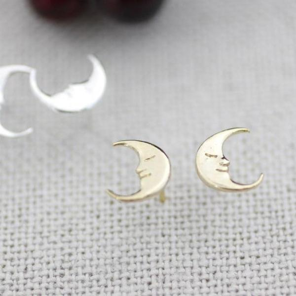 Cute Crescent moon Stud Earrings in gold and silver, E0114G