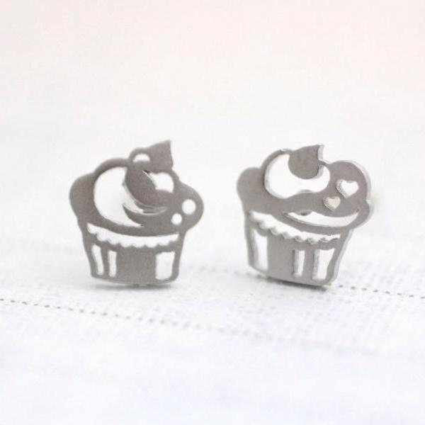 cute and unique Cupcakes post earrings( gold /silver), E0092S