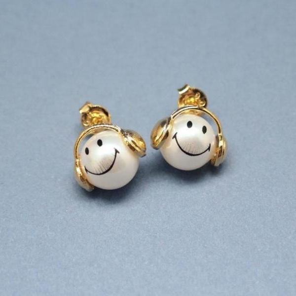 Music is my life smile man post earrings in gold / silver