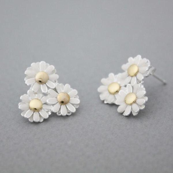 White Daisy flowers blossom studs earrings,E1027G