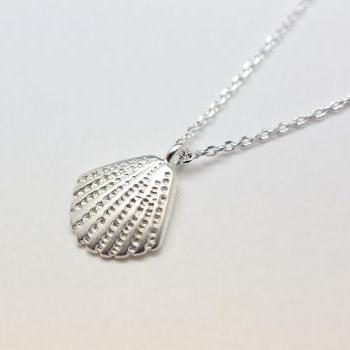 Scallop Seashell Pendant Necklace in silver